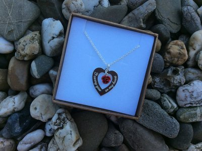 Herdenkingsbedel zilver hartje met tekst: I carry you in my heart..
